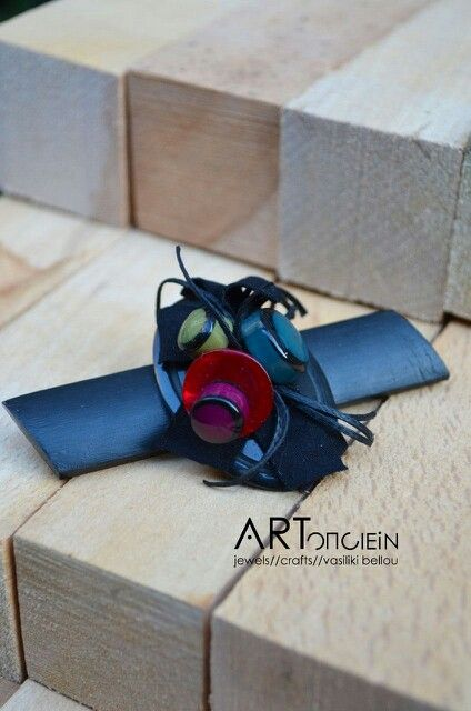 Handmade brooch by Rachil Andreadou at ARTopoiein jewels