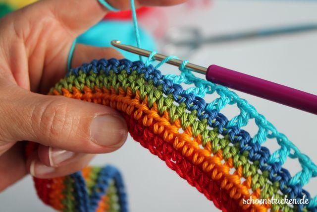 First German Crochet Along. Join in, we are crocheting a Rainbow Babyblanket.