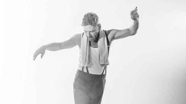 """""""Perchè dovrei preoccuparmi?"""" canta l'istrione di John Osborne Istrione è l'attore che tende ad enfatizzare la propria recitazione per raggiungere facili effetti s teatro cinema l'istrione osborne"""