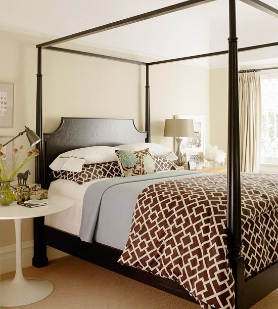 A four-post bed gets a sleek update.