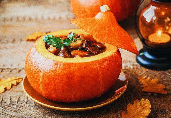 Странный праздник Хэллоуин… 🍉 Просто издевательство над тыквами какое-то Оригинальная идея, запекать в тыкве. Использовать тыкву вместо горшочка! 👍 Для начинки подойдут любые блюда и мясные и каши и овощи… экспериментируйте 😊  . #хеллоуин #тыква