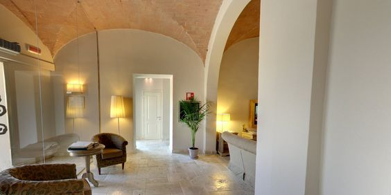 A warm welcome in Tuscany at Hotel Certaldo, where our Staff will be happy to meet you and help you with suggestions, tips, maps etc etc.. #tuscany #hotel #hotelcertaldo #certaldo www.hotelcertaldo.it