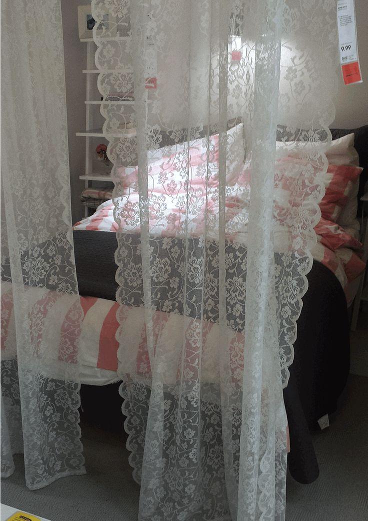 Gespot in IKEA Utrecht, maak je eigen hemelbed. Hang gordijnen op langs je bed. Deze kanten gordijnen geven een mooie dromerig effect. #IKEAcatalogus