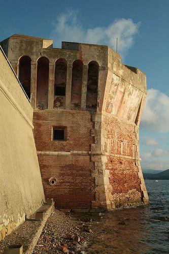 Torre del Martello bij Portoferraio, Elba, Toscane. www.tendi.nl/italie