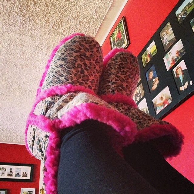 53 Best Fuzzy Slippers Images On Pinterest Fuzzy Slippers Bedroom Slippers And Feminine Fashion