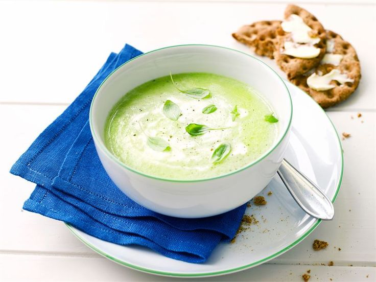 Hernesosekeitto on maukas ruoka, joka valmistuu käden käänteessä. Ruotsalaiset nauttivat sen kanssa punssia, ranskalaiset lorauttavat siihen tilkan kuohuviiniä. Myös lusikallinen turkkilaista jogurttia sopii sen makuun mainiosti.