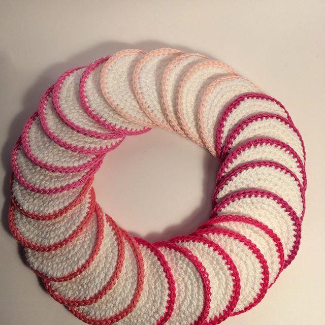 Aujourd'hui sur julesetphilotte.com un tuto pour crocheter des disques démaquillants fait avec du coton @phildar_officiel !#crochet #crochetaddict #crochetlove #instacrochet #madebyme #handmade #crocheted #crocheting