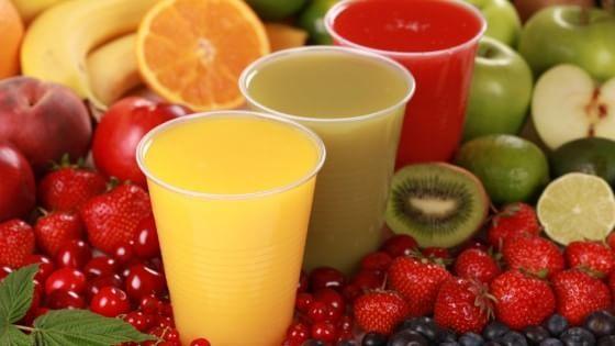 La primavera porta con sé tanta frutta e verdura: con l'estrazione a freddo si possono ottenere frullati altamente vitaminici e nutrienti,