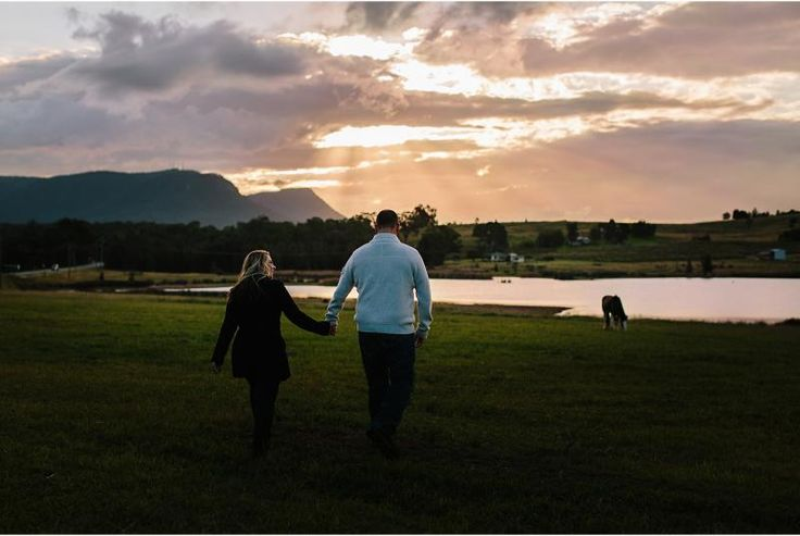 couple walking into sunset hello charlie photography