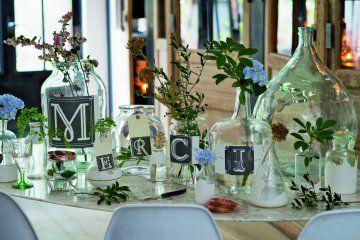 Des étiquettes de bouteilles décorées de lettrines