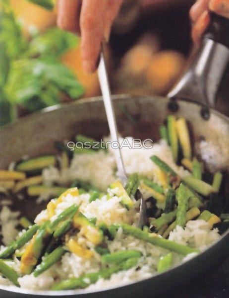 Jázminrizs pirított zöldségekkel | Receptek