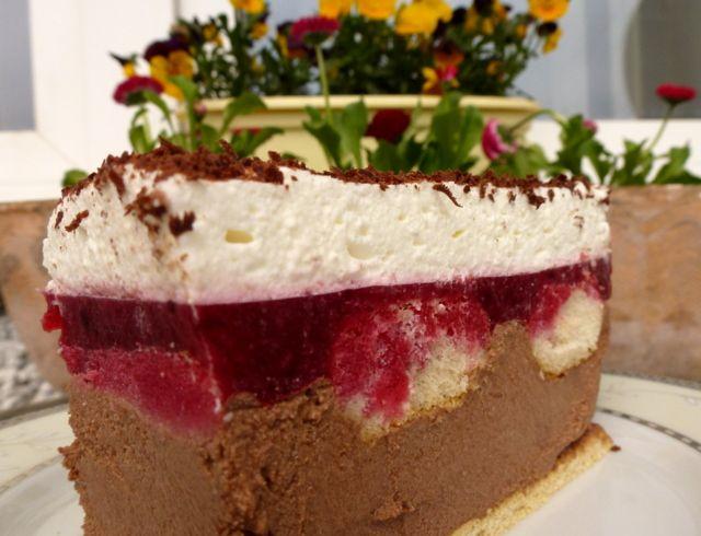 Ciasto czekoladowo-malinowe, bez pieczenia Składniki: · Herbatniki (ilość wystarczająca do pokrycia blaszki o wymiarach 24x36 lub mniejszej trochę) · Biszkopty podłużne Masa…