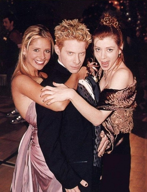Sarah Michelle Gellar, Seth Green, Alyson Hannigan, some of the cast from Buffy The Vampire Slayer.