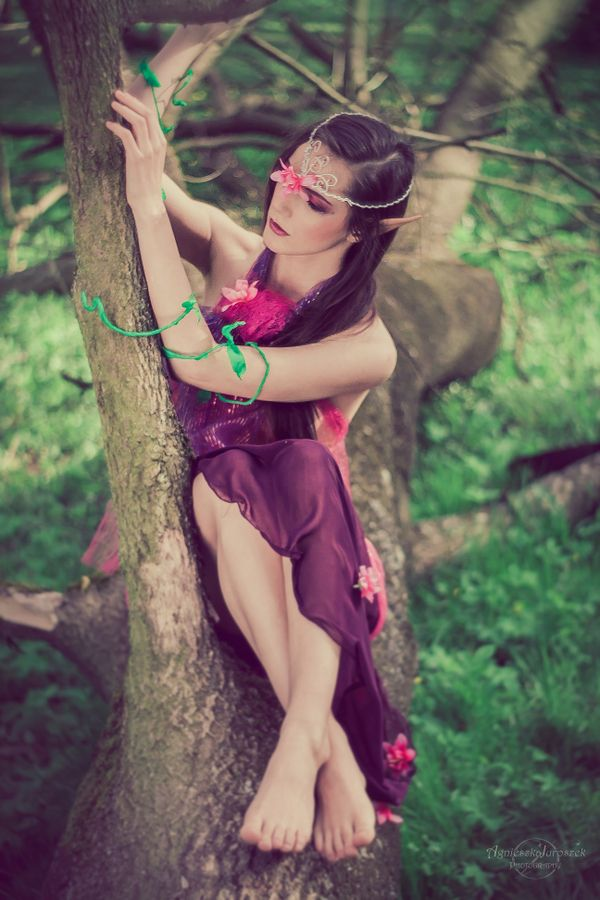 Beata – Kraina elfów | Agnieszka Juroszek Photography | fairy, elf, model, girl, flowers, magic, colors, pink,  make up, spring, portrait, bokeh