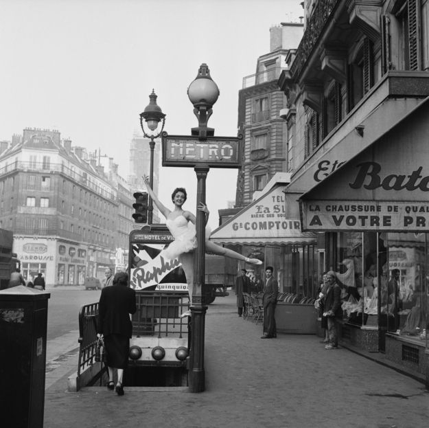 A ballerina demonstrates the correct way to enter the Parisian métro. 1955  Image by Serge Berton / Getty Images