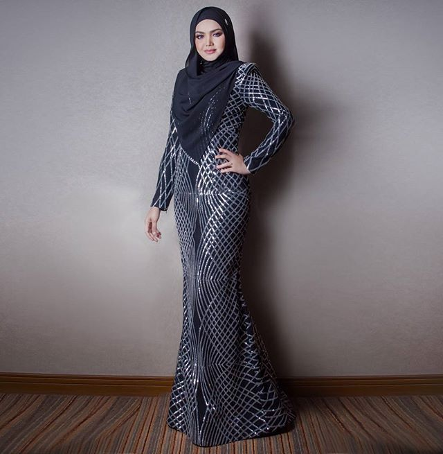 DATO SITI NURHALIZA wearing a custom black dress with silver sparkle detail #rizmanruzaini @ctdk