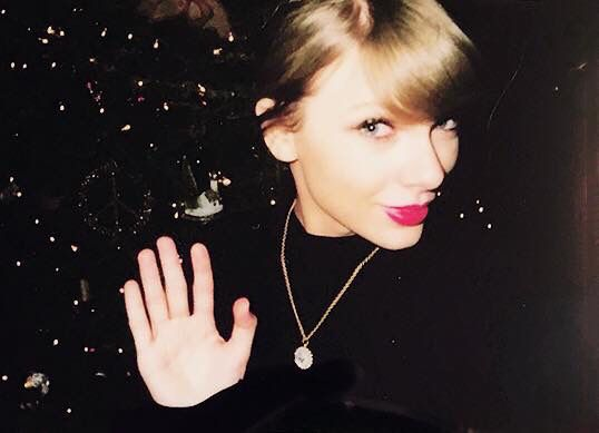 MERRY CHRISTMAS SWIFTIES!!!