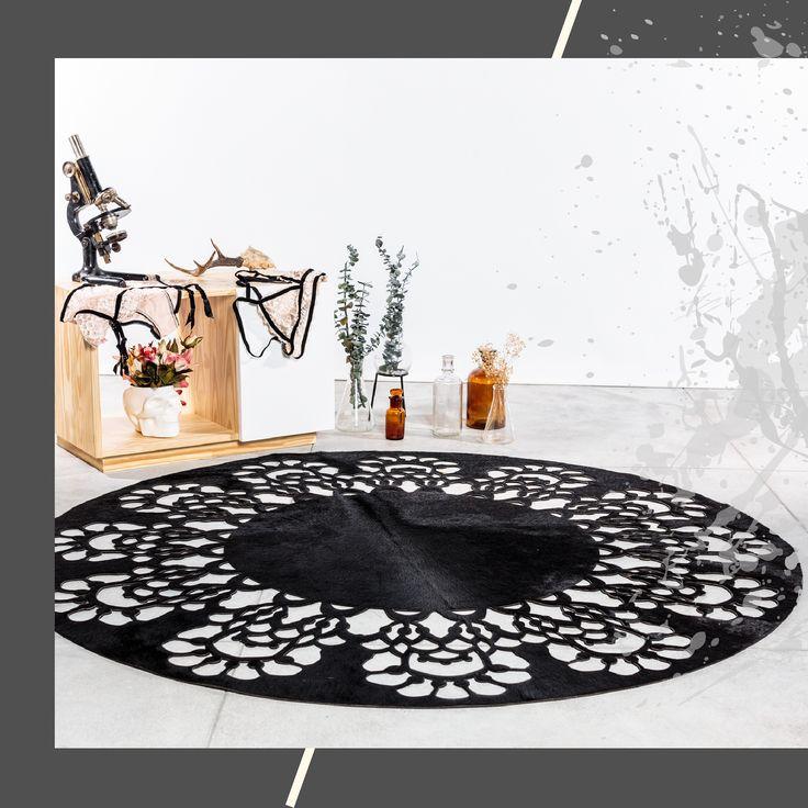African-Leather By: Noise Lab Para crear esta propuesta nos inspiramos en los encajes, en su sutileza y feminidad. Quisimos llevar las flores y arabescos al cuero para crear una fusión entro lo delicado de las grafías y lo fuerte e imponente del material. La idea va ligada a la forma como las enredaderas se van apoderando de los espacios, en como los encajes pueden mimetizarse con la piel y adornarla como una invasión perfecta. Cuero, tapetes de cuero, cojines, animal print.