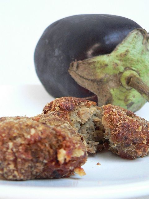 Le polpette di melanzane Bimby sono un'idea geniale per far mangiare le verdure ai bambini: al forno, al vapore o fritte sono sempre ottime.
