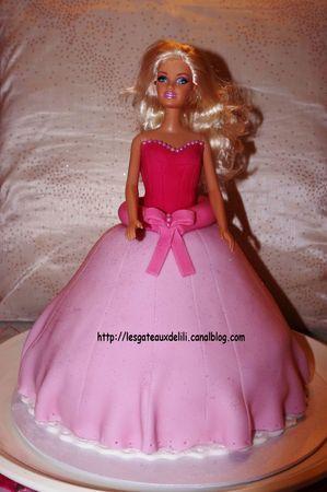 Barbie et sa robe en pâte à sucre