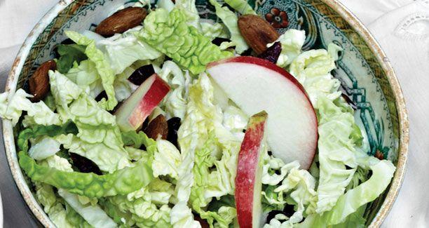 Savoykål med æbler og nødder