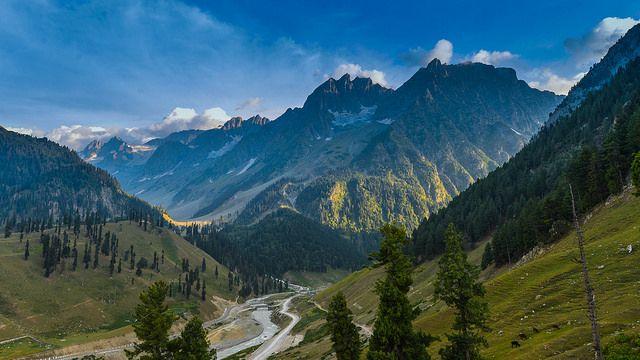 Himalayas Mountain Range | Himalayan mountain range during summer ...