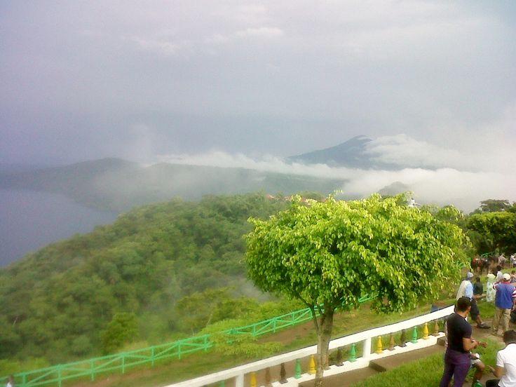 Mirador de Catarina con vista al volcan Mombacho, Masaya, Nicaragua