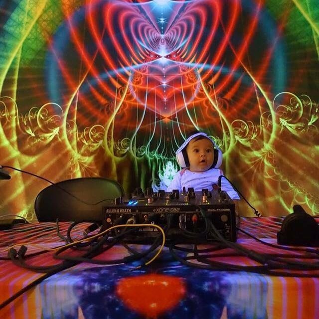 Perfect set up :)  Festival, party, DJ booth decoration. http://www.pumayana.com