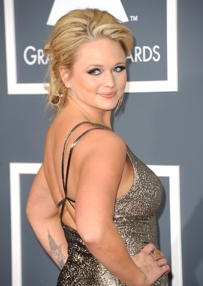 She makes me feel just fine not being skinny! Hehe (; #Idol