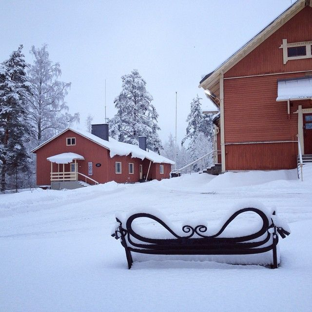 All this snow and forged iron make such a nice combo! Aapiste studio down there and a bench by Tuakon Takomo.