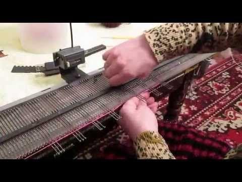 Вязальная машина Нева 5-узор для палантина - YouTube