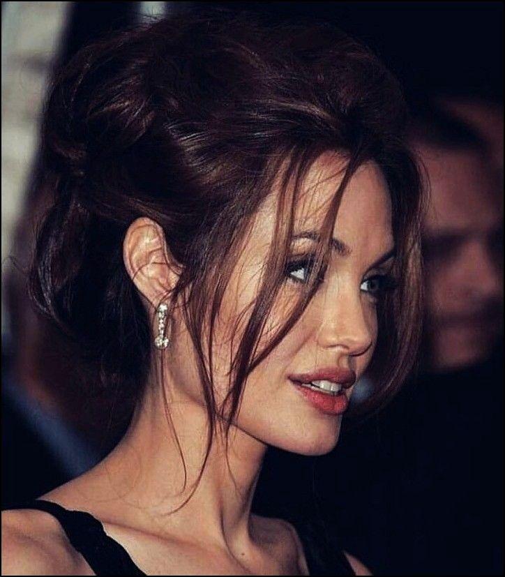 Frisurentrends Angelinajolie Trendfrisuren Neuefrisuren Interessant Haarschnitt Ha In 2020 Angelina Jolie Hair Wedding Hairstyles For Long Hair Long Hair Styles