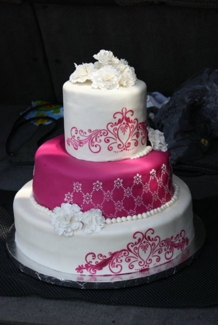 fucsia & white wedding cake