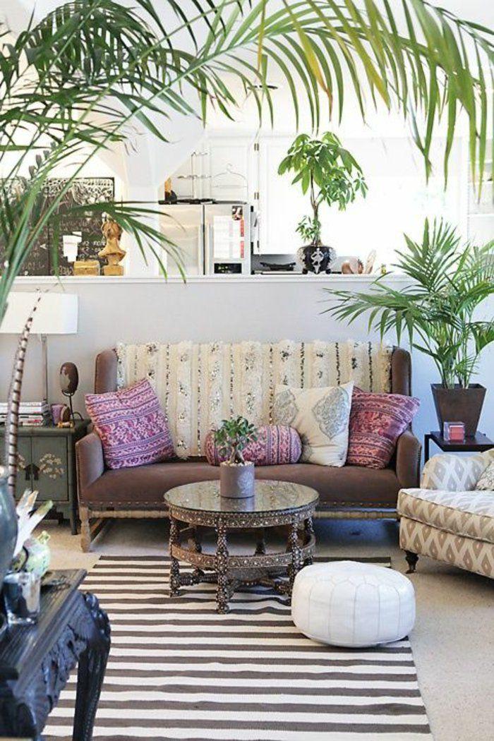 salon marocain pas cher avec tapis à rayures blanches noires