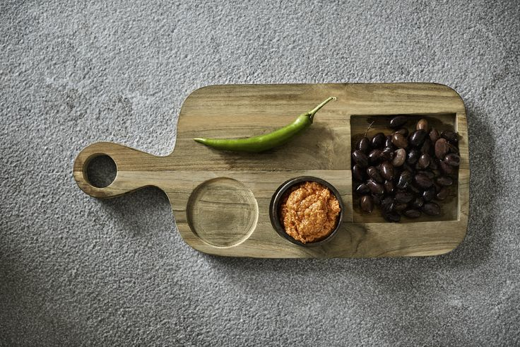 TRAY brunch board from Muubs. Use the board as a plate for your guests, and set up a delicious brunch. Find it online here -->