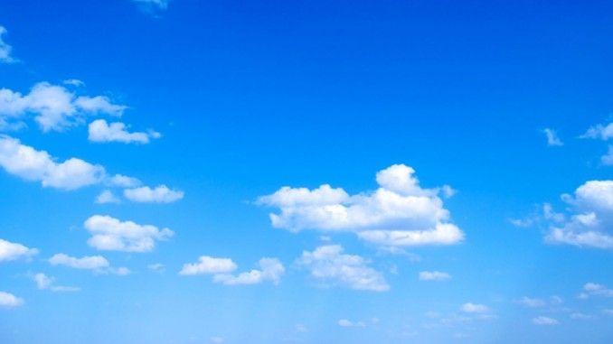 Banyak orang sering bertanya-tanya mengapa langit berwarna biru dan bukan yang lain. Pernahkah Anda bertanya pada diri sendiri tentang hal ini?