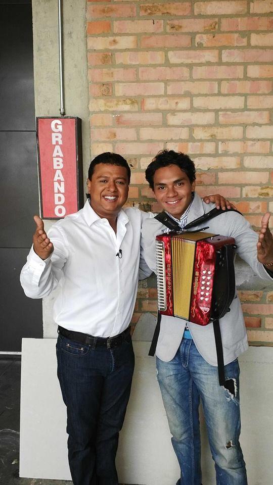 ¡Confirmado!  #RafaelSantos estará en la segunda temporada de #LaSelección.  ¿Qué opinas?
