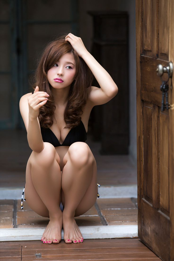 Korean nude models feet