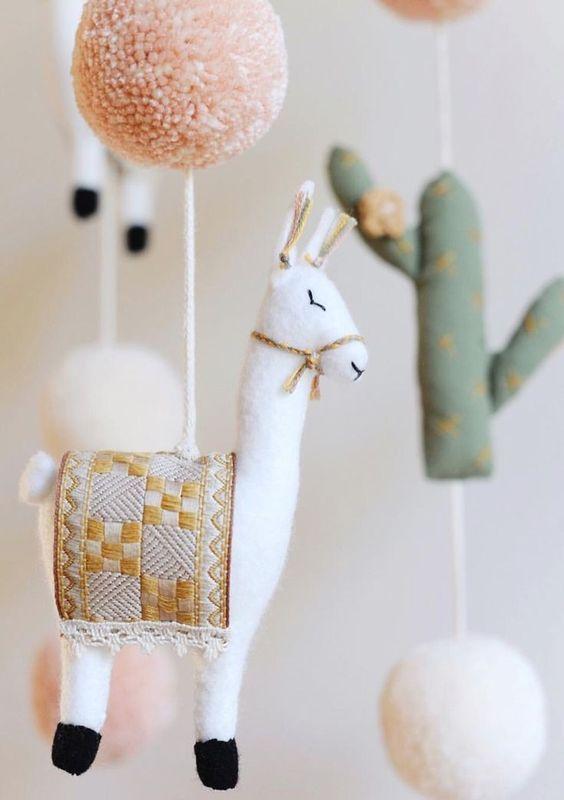 7ad8247d519 babykamer inrichting, babykamer accessoires, nursery decoration,  handgemaakte mobile, handgemaakte mobile lama