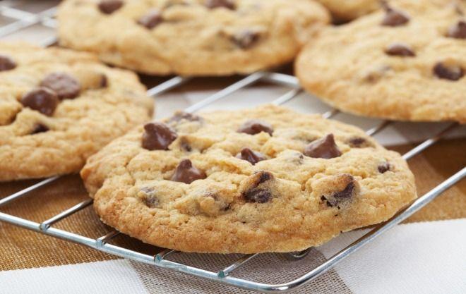"""750g vous propose la recette """"Cookies aux pépites de chocolat"""" notée 4.3/5 par 86 votants."""