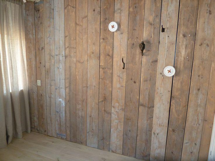 Steigerhouten wand, steigerhouten muur, industriele haken voor industriele look