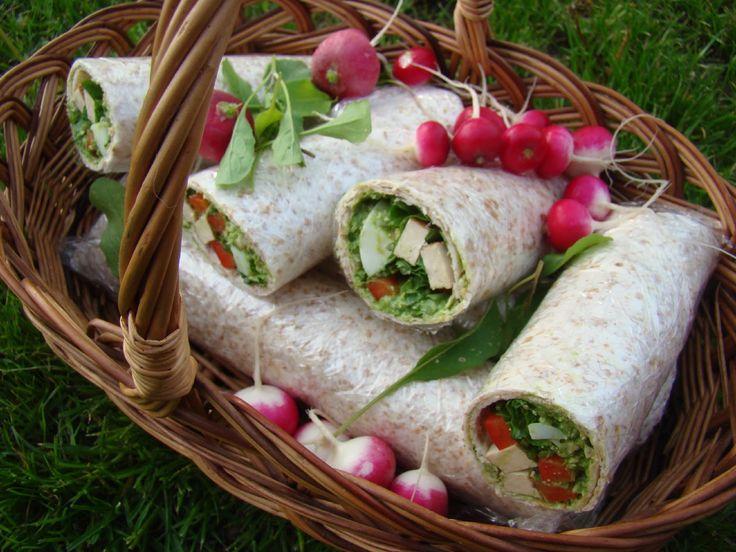Tortilly s jogurtovo-bylinkovým dipem a rukolou