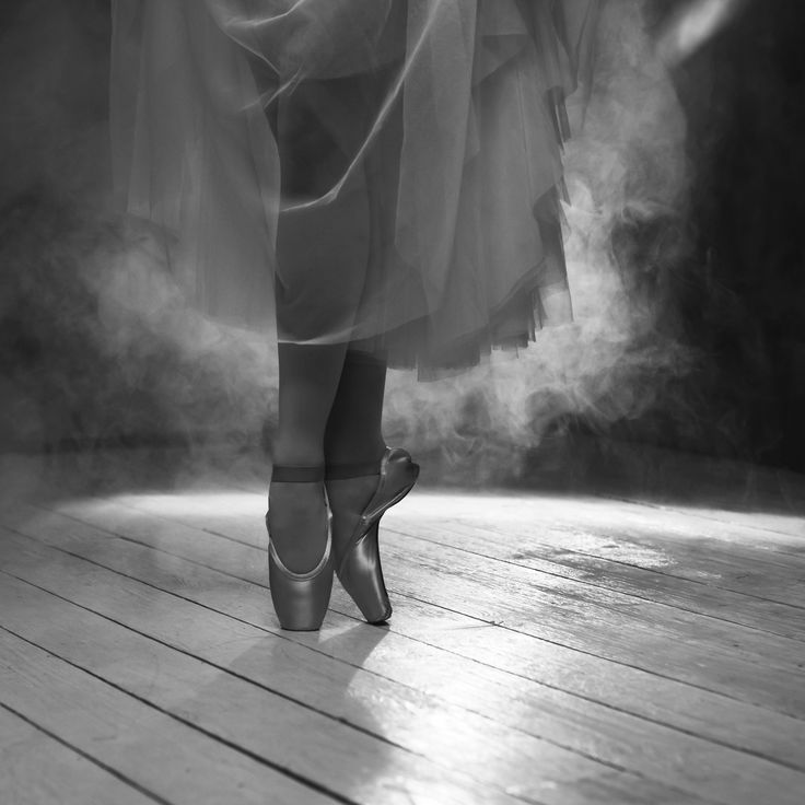 The feet of ballerina in the smoke by Olga Zarytska on 500px