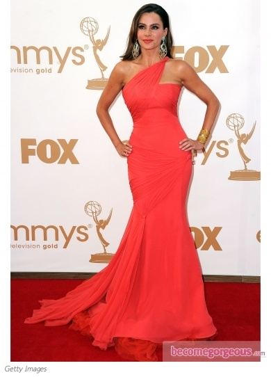 Google Image Result for http://static.becomegorgeous.com/gallery/pictures/sofia-vergara-vera-wang-2011-emmy-awards-becomegorgeous.jpg- LOVE as a wedding dress in blush!!