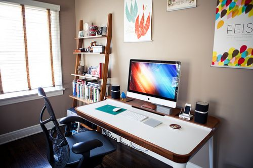 imac setup: Offices Desks, Work Spaces, Interiors Design, Workspaces, Small Home, Master Bedrooms, Home Offices Design, Minimalist Home, Herman Miller