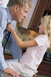 """Relation père et fille - """"My heart belongs to Daddy. 'Cause my Daddy, he treats it so well""""*... Composée en 1938 par Cole Porter, cette chanson incarne parfaitement ce lien si particulier tissé entre un père et sa fille..."""