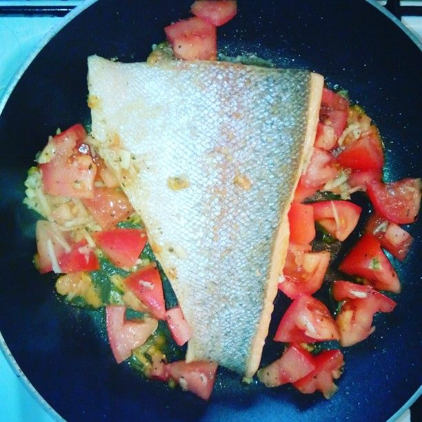 Pstruh lososovitý s rajčátky