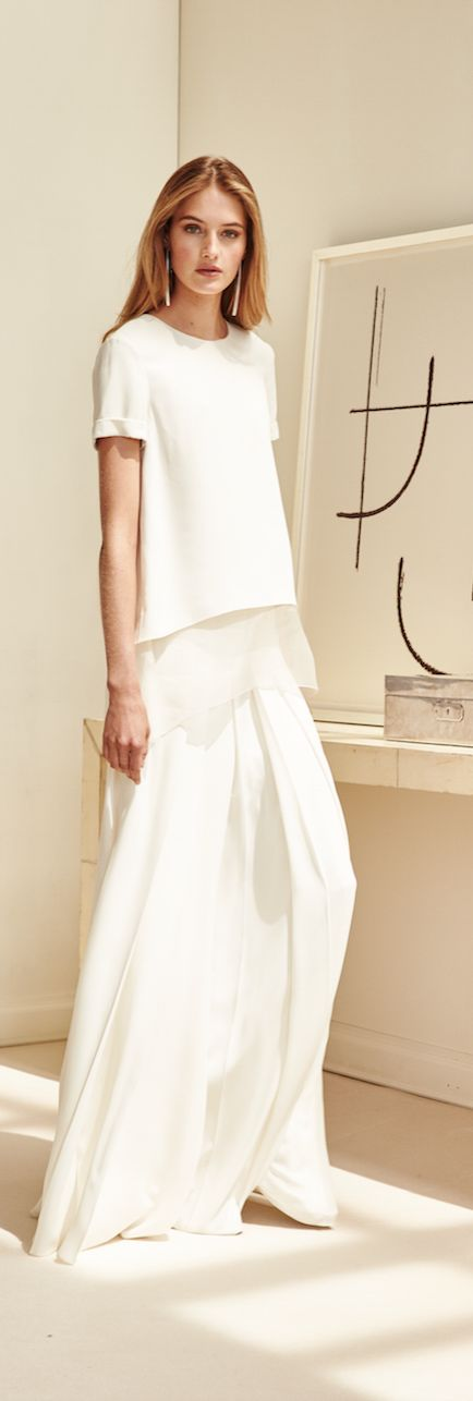 Pre-Spring 2016 has arrived from Ralph Lauren Collection with a look that's all about sleek, streamlined femininity.