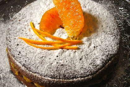 Torta cacao e yogurt con marmellata di arance. Scopri la ricetta qui -----> http://www.petitchef.it/ricette/dessert/torta-cacao-e-yogurt-con-marmellata-di-arance-fid-1498126