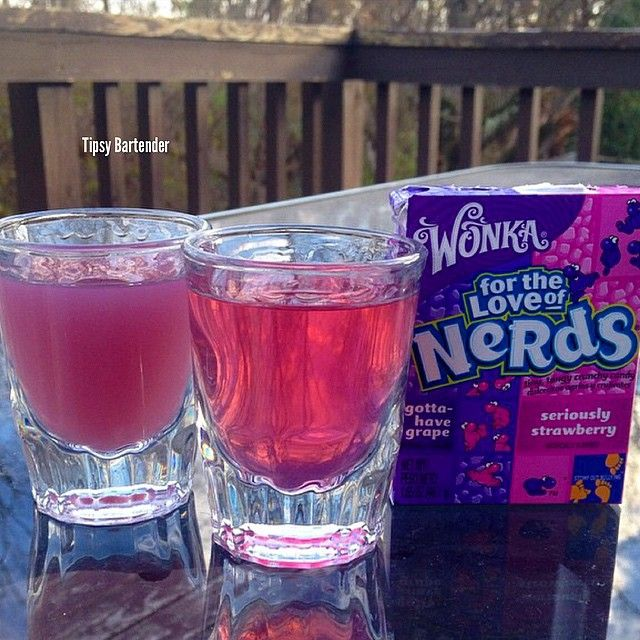 Absolut Nerds Shot - For more delicious recipes and drinks, visit us here: www.tipsybartender.com